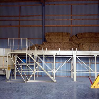 tub grinder straw shredder and bale conveyor