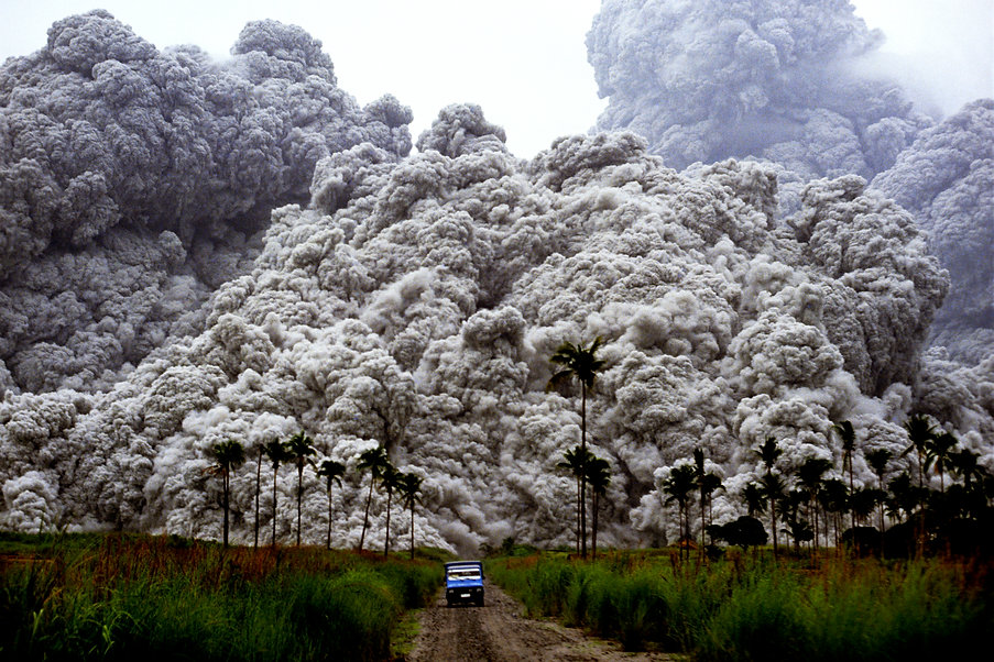 pinatubo_major_eruption.jpg