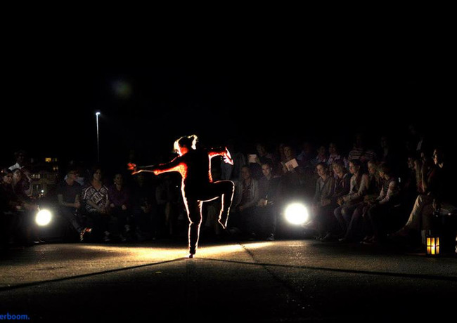 Dance performance in the public space