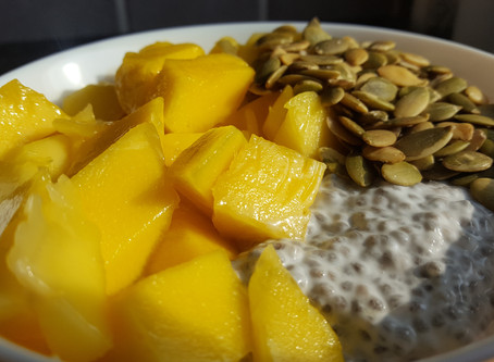 Chiapudding with fresh mango & roasted pumpkin seeds