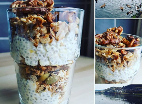 Chiapudding with mango & salty granola