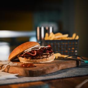 Tonis Bacon Burger