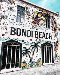 bondi-beach-building-with-graffiti-wall-