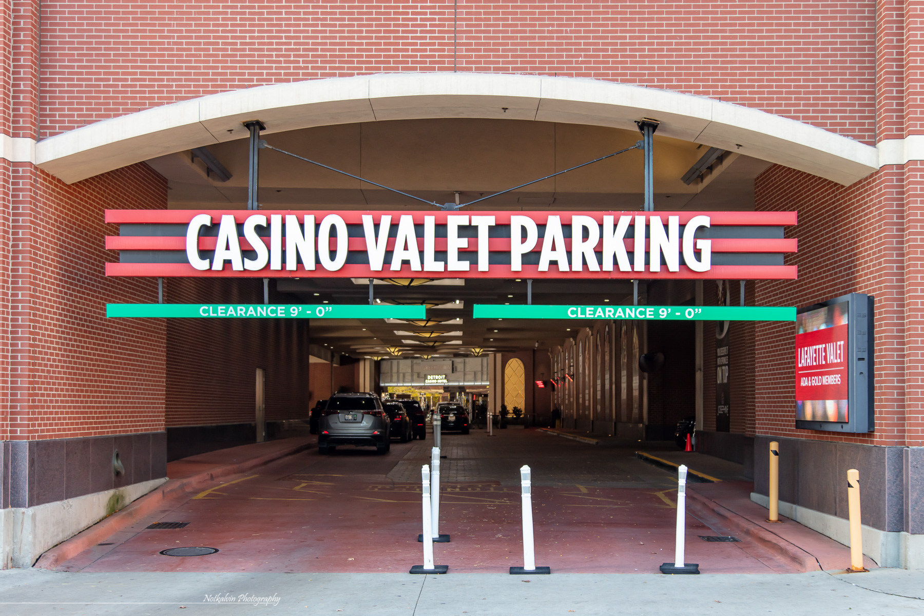 Valet parking entrance - 1z3a8584