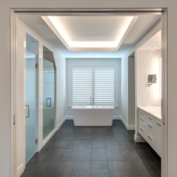 w Master Bathroom - straight - square