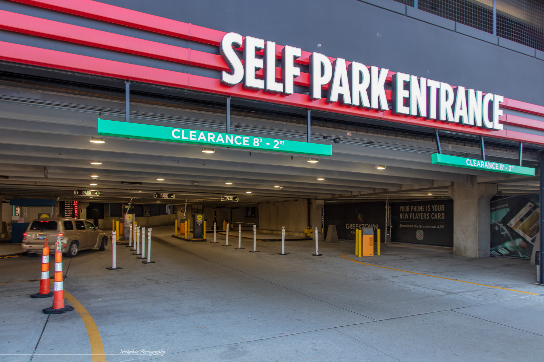 375 Garage entrance - 1z3a8702