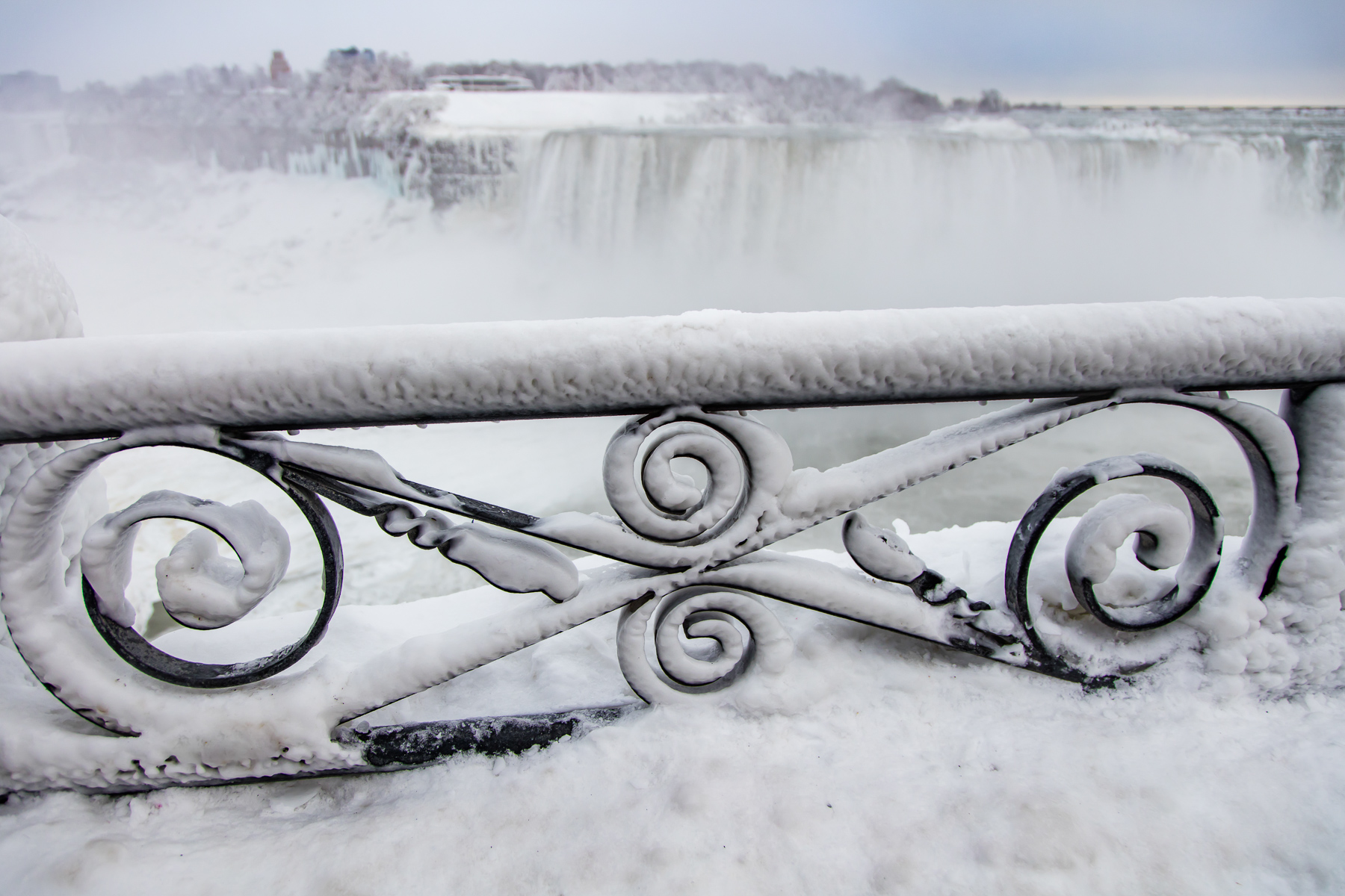 Ice covered railing - 1Z3A9107