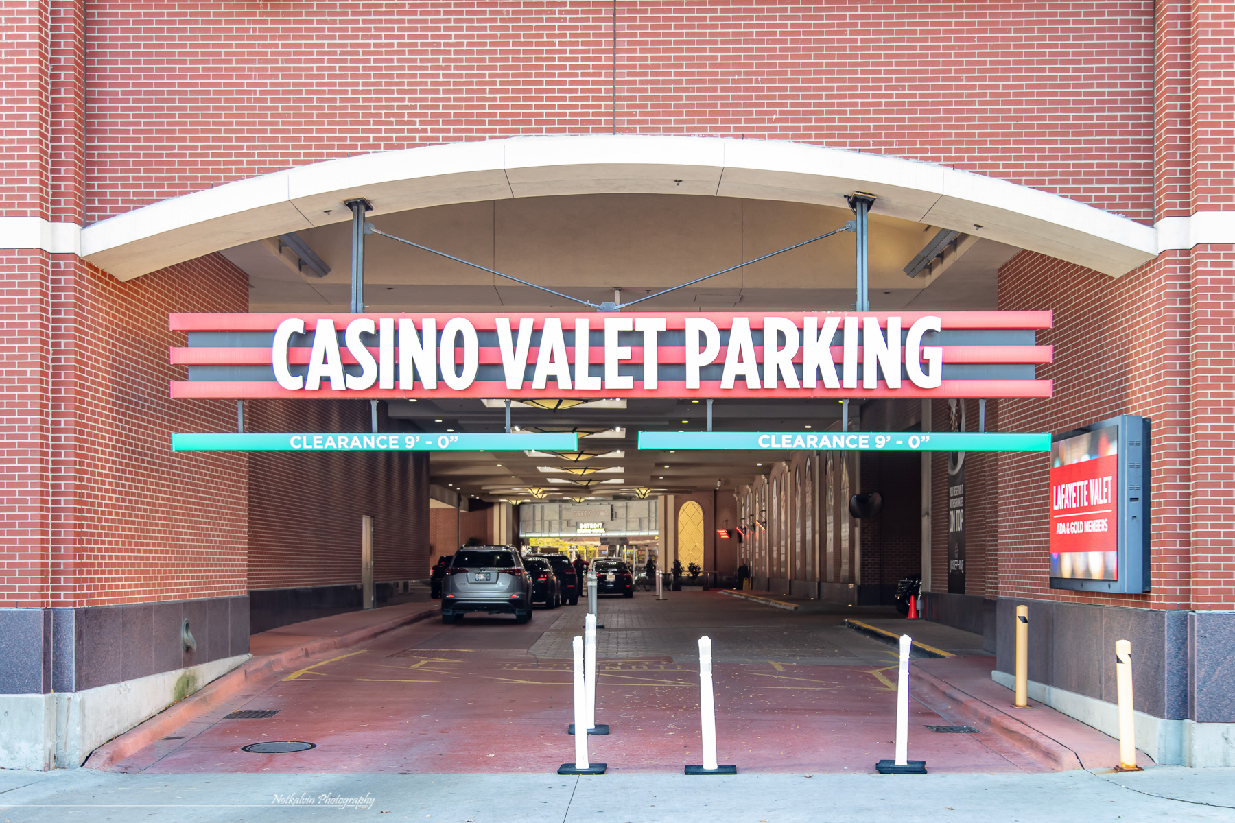 Valet parking entrance - 1z3a8585