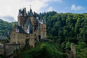 castle-2649204_1920.jpg