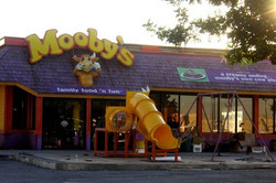 moobys-restaurant_edited