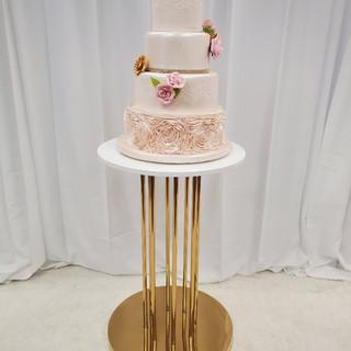 Pole Cake Table Gold