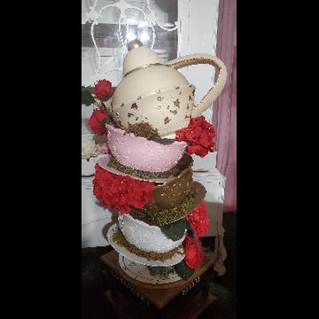 Centerpiece Tea Cups & Pot