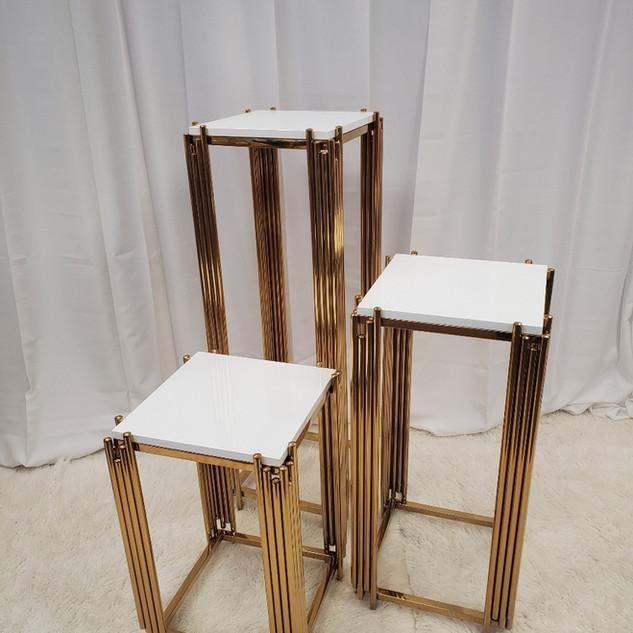 Taquan Pedestal Set Square Gold