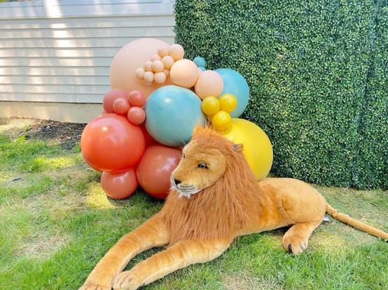 LION STUFFED ANIMAL BROWN 5 FEET LONG.JP