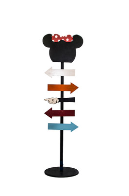 MINNIE MOUSE SIGNS STAND.jpg