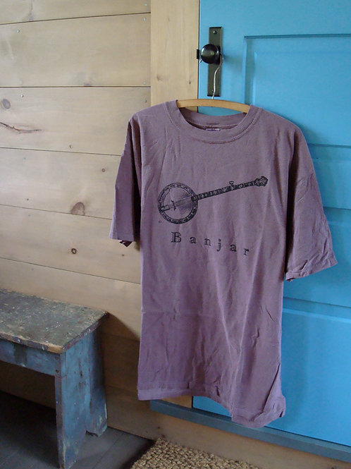 burgundy banjo t-shirt