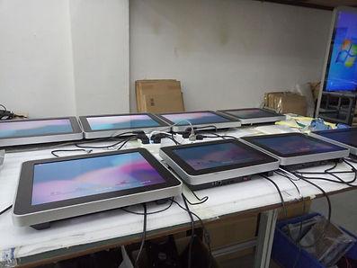 Kõrge heledus astmega LCD ekraanid mis on päikesega loetavad/vaadatavad.