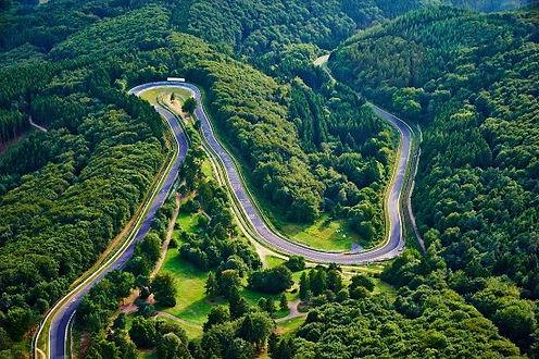 der-legendare-nurburgring.jpg