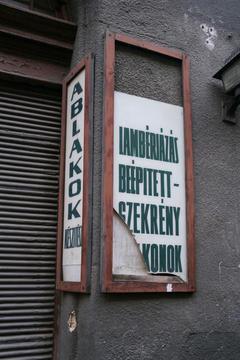Broken signs, 2007
