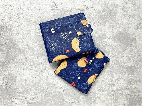 Wrap'n go : coton enduit bleu marine, motif carte géographique