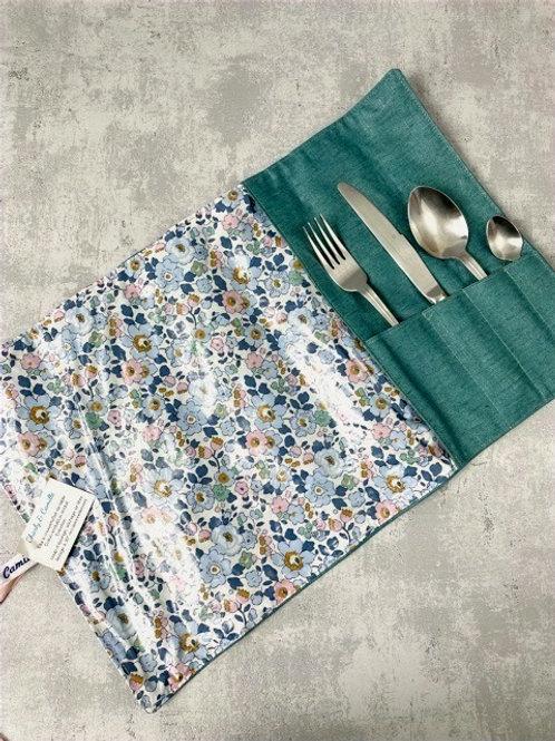 Etui à couverts et set de table intégré - Liberty Betsy enduit bleu/rose