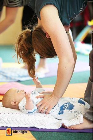 Baby-Yoga Mamayoga Mütter Yoga Kalkar Babymassage Pekip