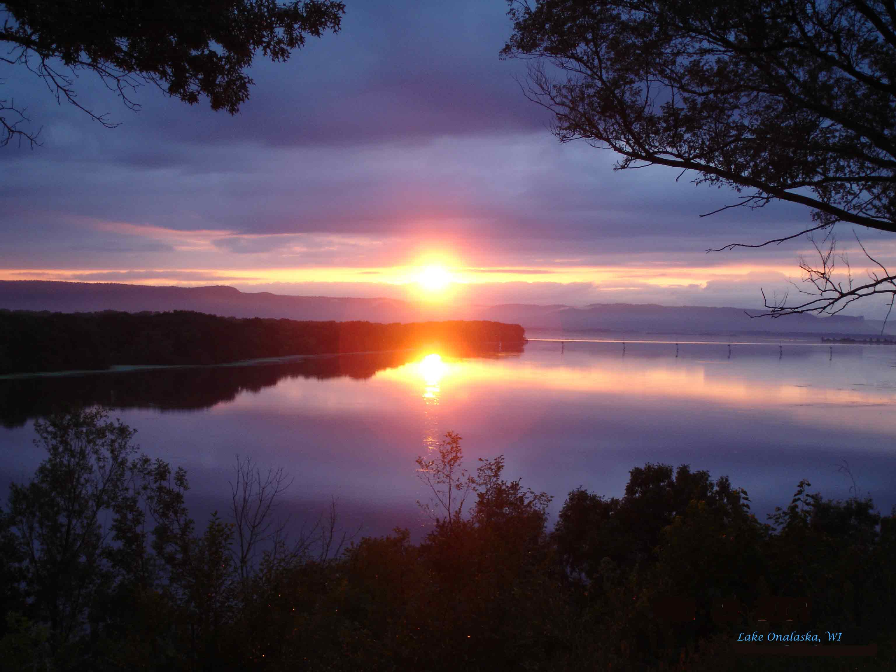 sunset-lake-onalaska-wi