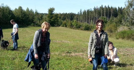 Cara war heute auf dem Elztäler Mooshof . 3 Generationen auf einem Bild. Oma Anka vom Schwalbenhof, Mutter Chaya und Cara