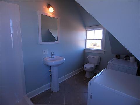 Apartment Small Bathroom
