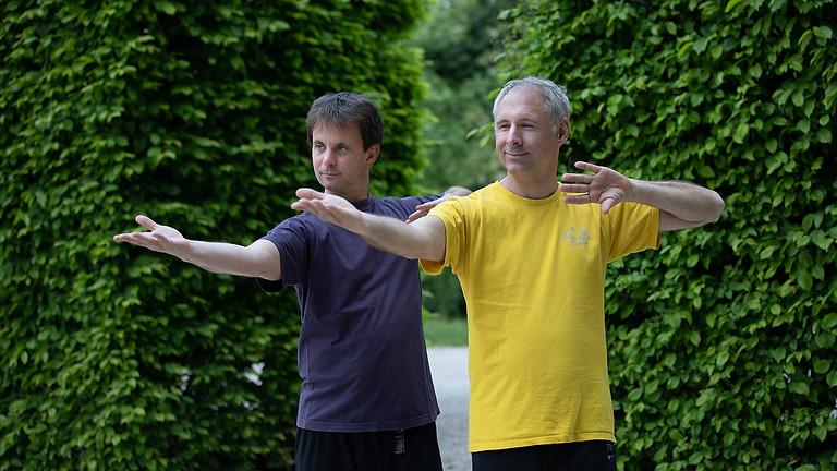 Qigong im Freien: Spiralübungen und Kranich-Qigong für die Wirbelsäule