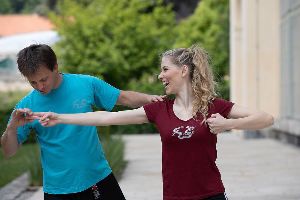 Qi bis in die Fingerspitzen ausbreiten - macht auch Larissa Robitschko - Miss Styria 2019 Spaß