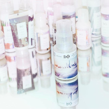 SKYLINE's Light powdery formula keeps your hair fresh for days!