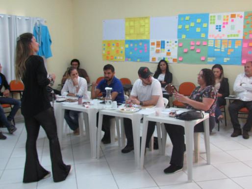Alunos do Conecta apresentam negócios criados em banca de mentoria e em Feira de Empreendedorismo!