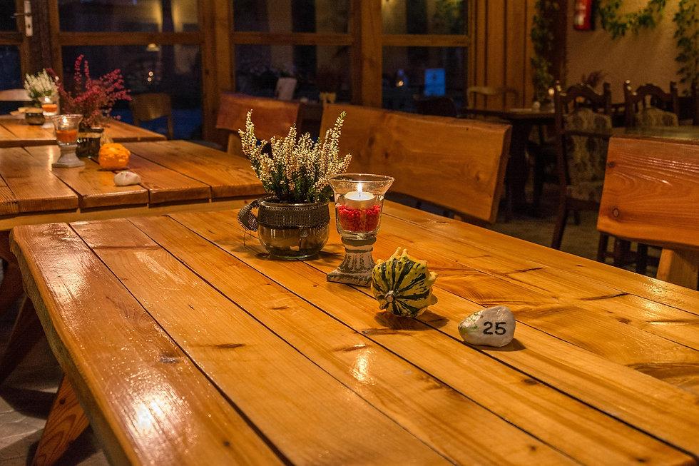 table-514102_1920.jpg