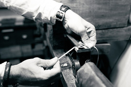 Leather-strap-crude-watch