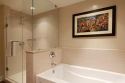 Honau kai Konea 639 Master Bath Shower