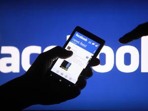 """영국 가젯,""""중국돈에 눈이 먼 페이스북"""