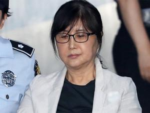한국 교도소 의료과장이 허리 아픈 여자 죄인에게 옷을 벗으라고?
