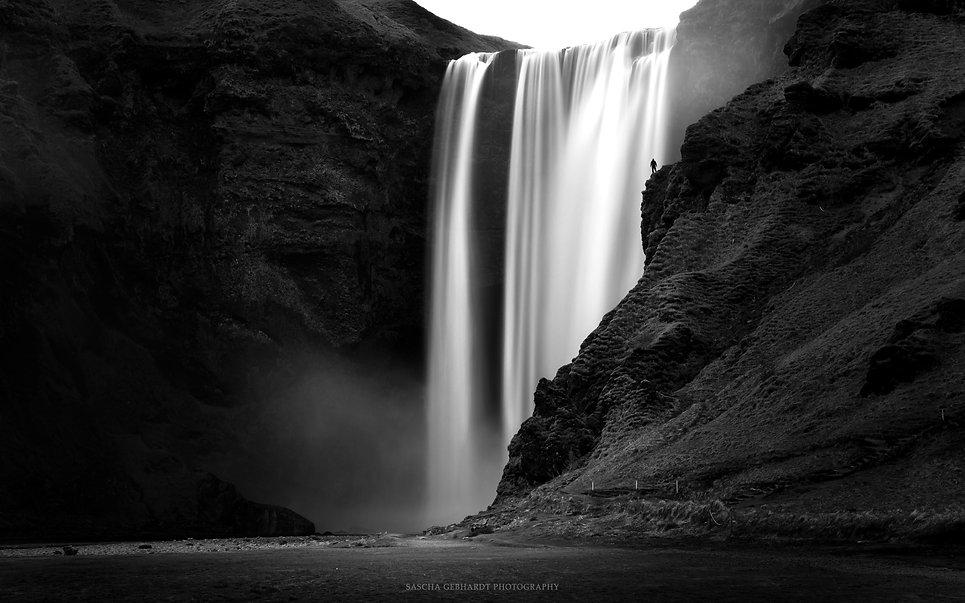 Skògafoss - Iceland-2.jpg