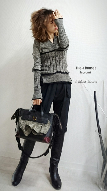 ■グレー×ネイビーニット  ¥34,200(税抜)  ■Bag 革のフリルBag③ セミオーダー品の革のフリルバッグ。 ショルダーベルトにお花がいっぱい♪ 個性的でかわいい仕上がりです☆   ¥168,600(税抜)