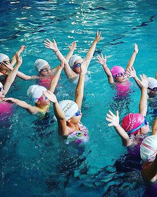 Artistic swimming courses retain participants