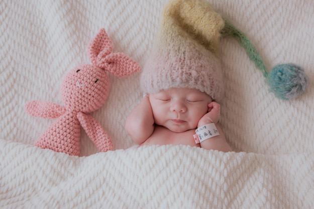 讓粉紅兔兔陪你吧,拍攝過程中,我們堅持順應寶寶的需求;被滿足的寶寶,才會睡得特別香甜。