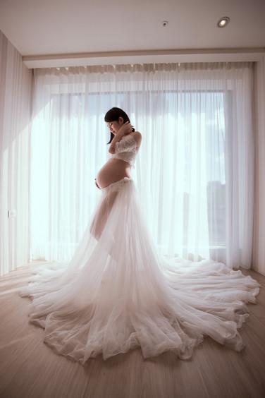 唯美視角搭配長長裙襬,拍出仙氣十足的孕媽。