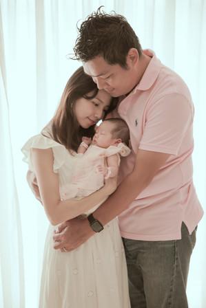 父母對孩子的愛,永遠是天下最無私也最無盡的。無需特意安排,畫面自然傳遞了家人愛的方式。