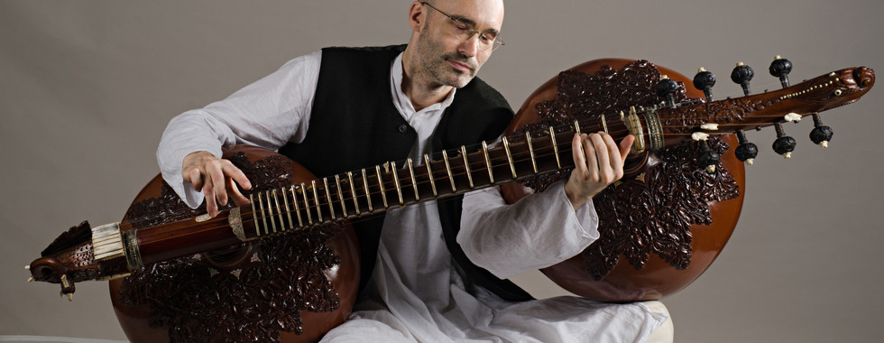 Carsten Wicke with Rudra Veena
