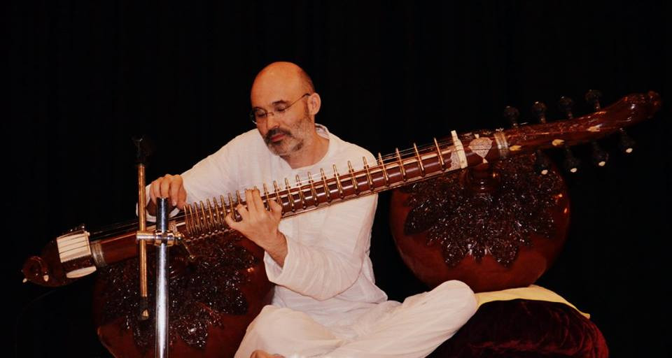 Carsten Wicke with Rudra Veena at Ustad Asad Ali Khan Tribute Concert