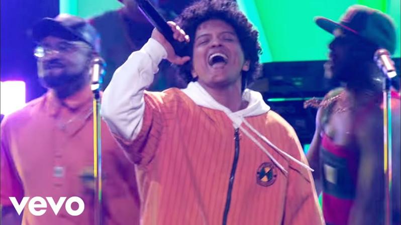"BILLBOARD MUSIC AWARDS: BRUNO MARS ""FINESSE"""