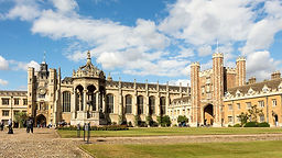 Trinity_College_-_Great_Court_02.jpg