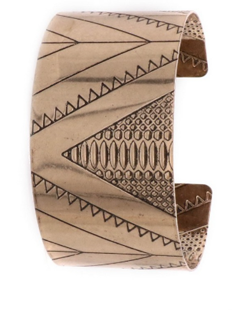 Bold lines cuff bracelet in gold