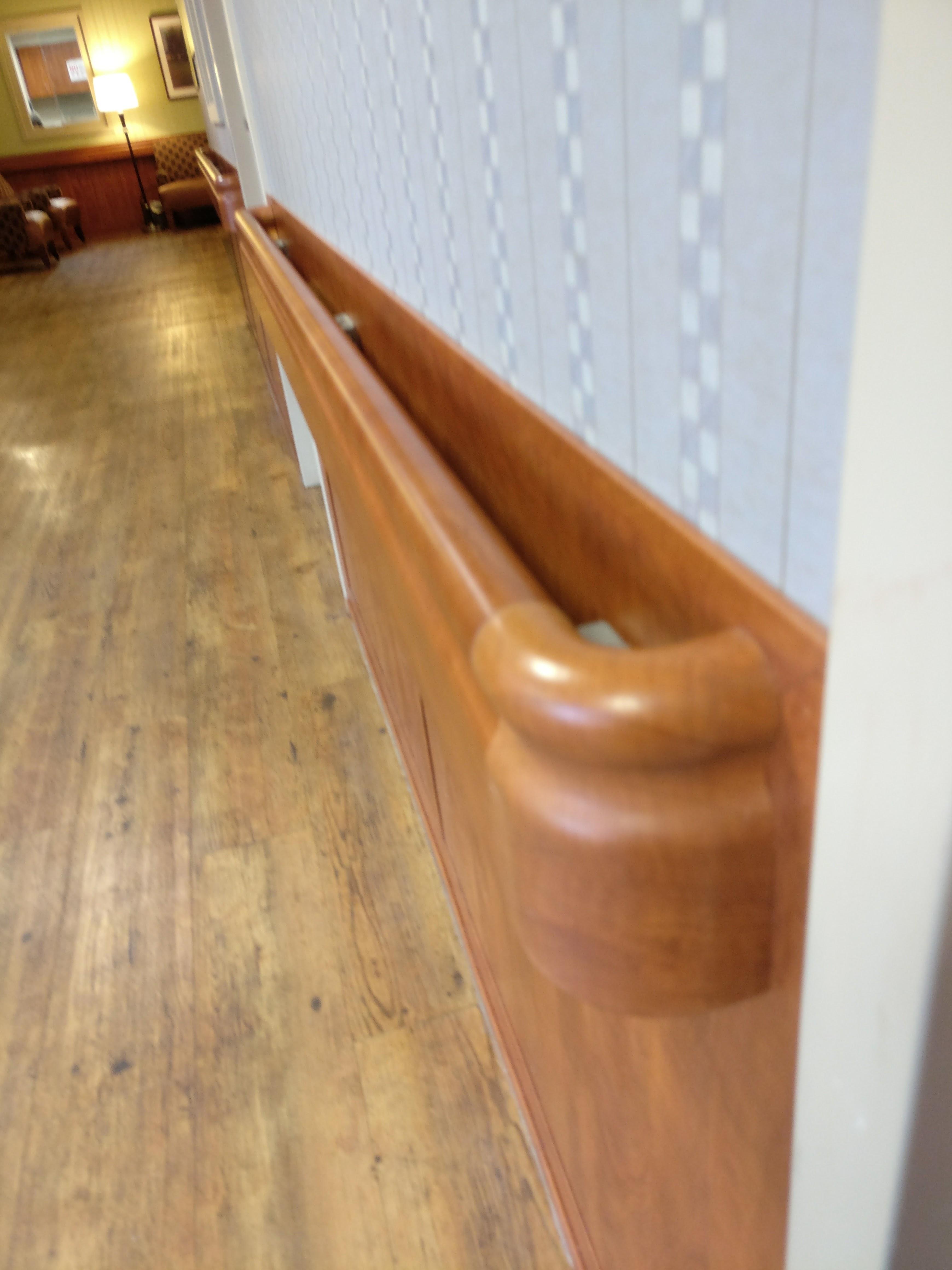Ven4ma Wainscot, Handrail